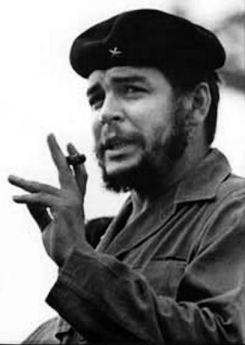 Che Guevara: Es preferible morir de pie, antes que vivir arrodillado.