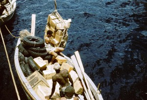 015 - Saba-1956-58 - Antillia - Unloading the cargo-01