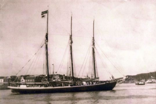 Three Sisters arriving in Curacao carrying personnel for oil industry