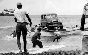 020 - Saba-1956-58 - Landing of a jeep - Fort Bay-01
