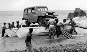 022 - Saba-1956-58 - Landing of a jeep - Fort Bay-03