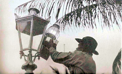 Old Lamp Lighter