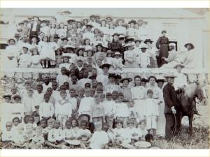 1890-1910 Schoolphoto - Tropenmuseum - Pater Laurentius Mulder