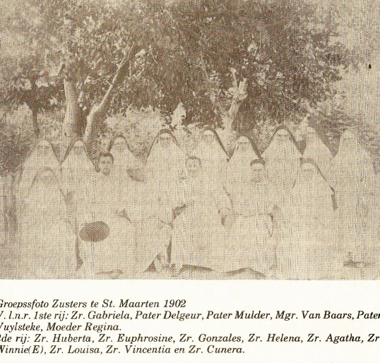 Group photo Nuns on St. Maarten 1902