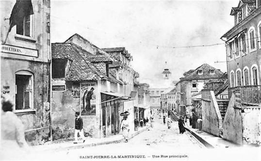 794_001_ak-saint-pierre-la-martinique-une-rue-principale.jpg