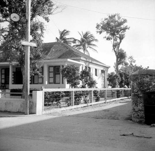 Pasangrahan  on the frontstreet 1951.jpg