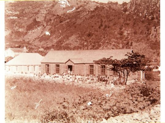 1890-1910 School later church Bottom - Tropenmuseum